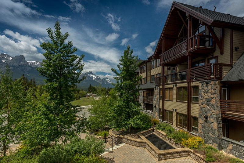 exterior view of Rundle Cliffs Lodge