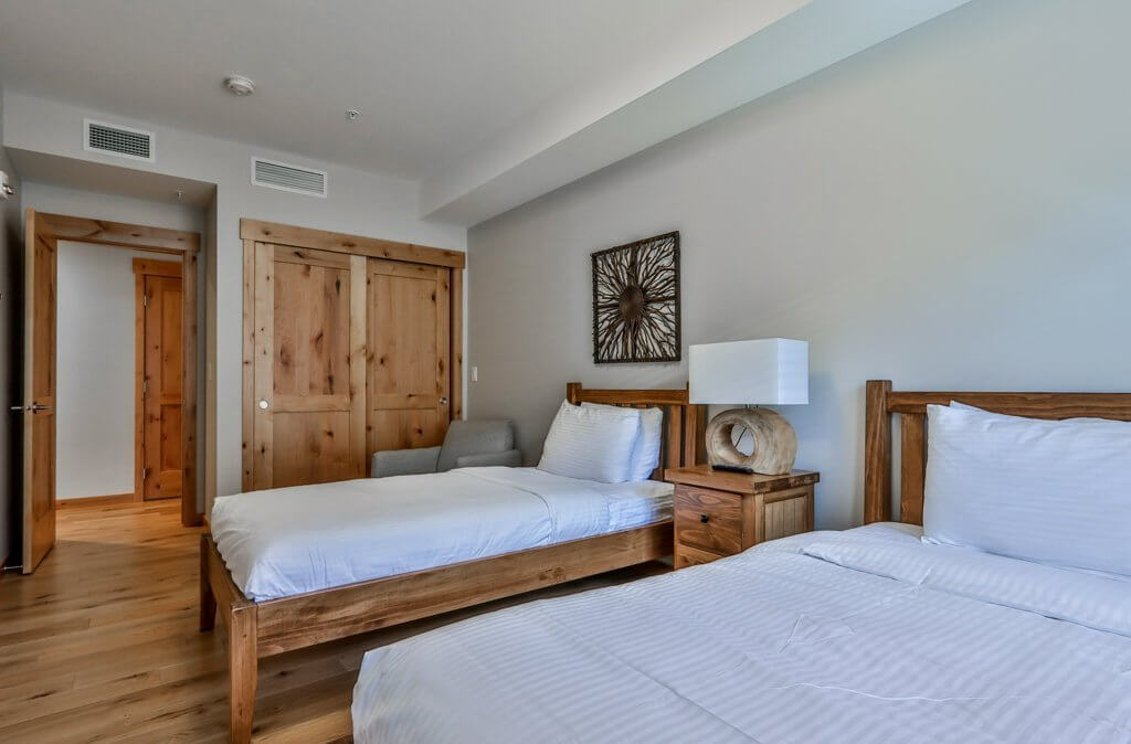 Two twin beds in a bedroom in a unit at Spring Creek Vacations