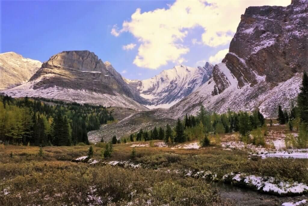 Arethusa Cirque - surrounding area and mountains